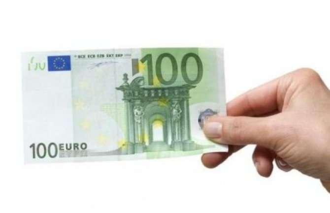 Državljani Srbije u inostranstvu imaju pravo na 100 evra pomoći. Evo kako da aplicirate!