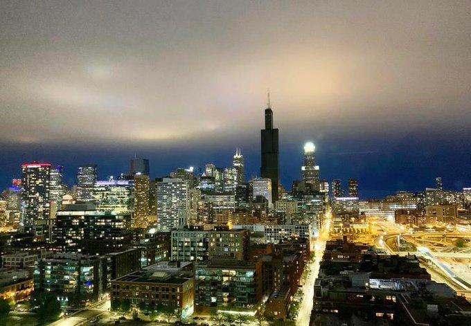 Najviša zgrada u Čikagu i dalje bez struje