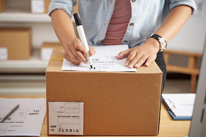 Kako poslati paket iz Amerike za Srbiju, troškovi transporta i carine