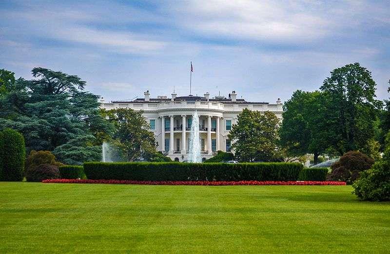 Sukob Bele kuće i demokrata oko Trampovih uredbi