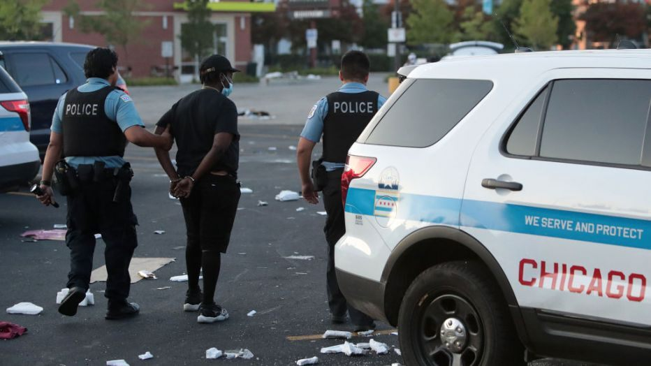 Neredi i pljačke širom Čikaga, više od 100 uhapšenih