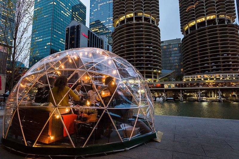 Čikaški ugostitelji spremni za zimu – Restorani sa grejanjem u obliku Iglo kućica