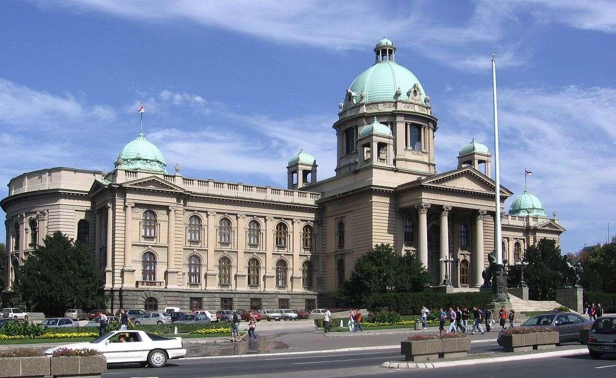 Srbi koji rade u inostranstvu moraće da plate porez u Srbiji!Evo na koga se sve odnosi nova uredba