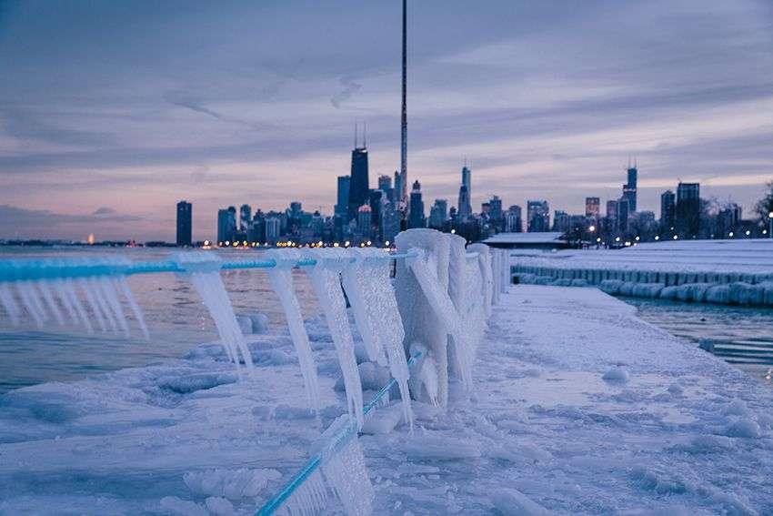 Upozorenja na zimsku oluju u Čikagu, očekuje se i do 20 cm snega
