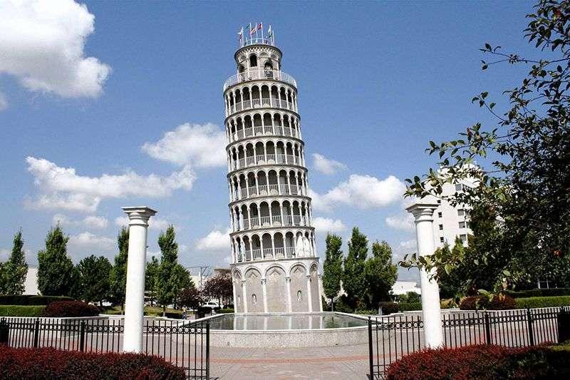 """Da li ste znali da """"Krivi Toranj"""" u Pizi ima svog """"mlađeg brata"""" na svega 15 minuta vožnje od Čikaga?"""